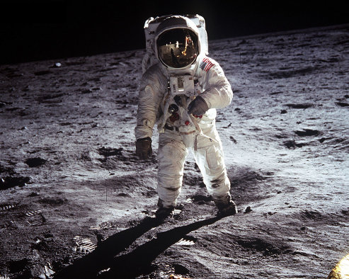 Astronaut Apollo 11 standing on the moon.