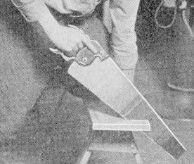 using a handsaw how to hold the saw