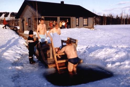 avantouinti ice hole swimming finland Finnish people