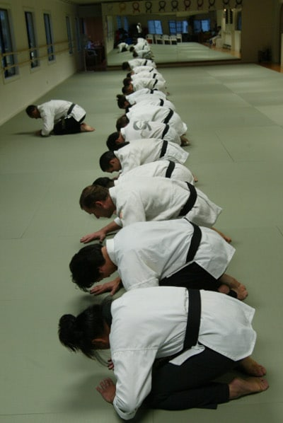 Jino Kang instructor of bow class students.