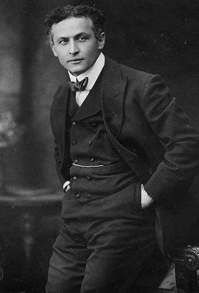 Harry Houdini in formal dressing with hands in pockets.