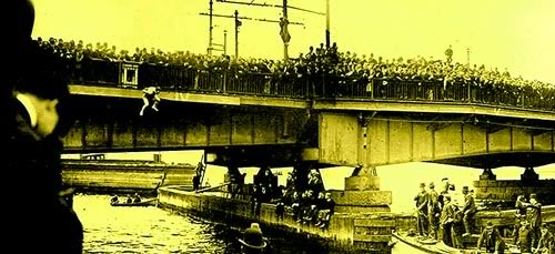 harry houdini jumping off bridge spectators onlookers
