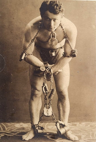 harry houdini in chains locks magic trick