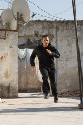 matt damon jason bourne running on rooftop