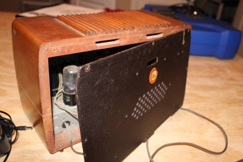 how to turn an old-time radio into mp3 player