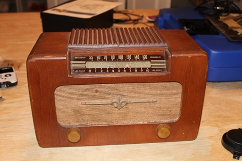 how to turn an old-time radio into an mp3 player