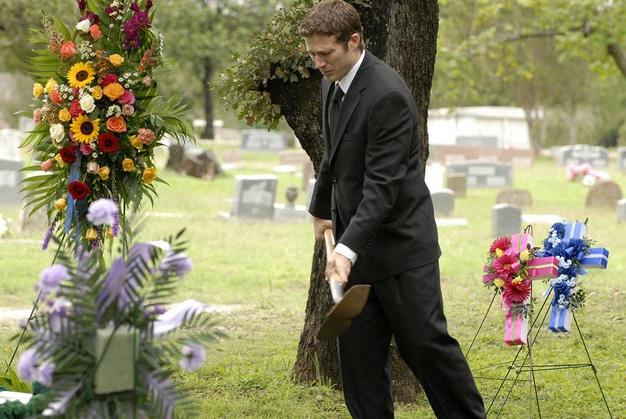 Matt Saracen burying dad funeral with mullet.