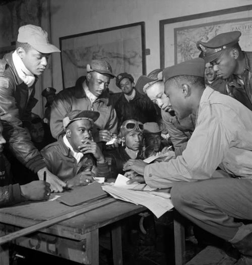 tuskegee airmen planning african american pilots