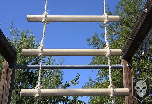 diy homemade rope ladder wooden rungs