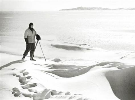 scott antarctic expedition camera on tripod snowdrift