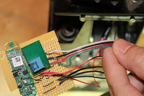Vintage connecting the speaker cable green to the speaker out terminal on the bluetooth chip.