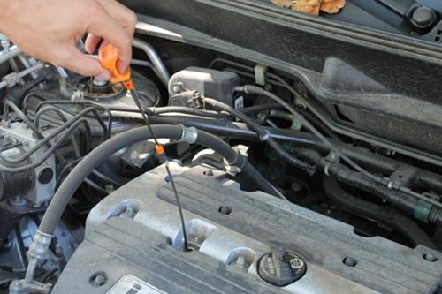 снятие щупа с двигателя проверить уровень масла
