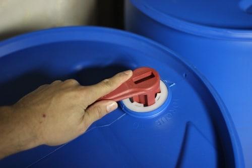 Tightening the water barrels