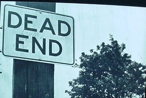 Sign board about dead end for road safety.