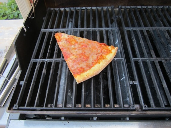 reheating pizza on the grill