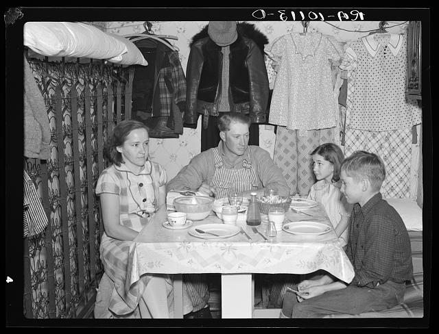 1930s great depression family eating dinner