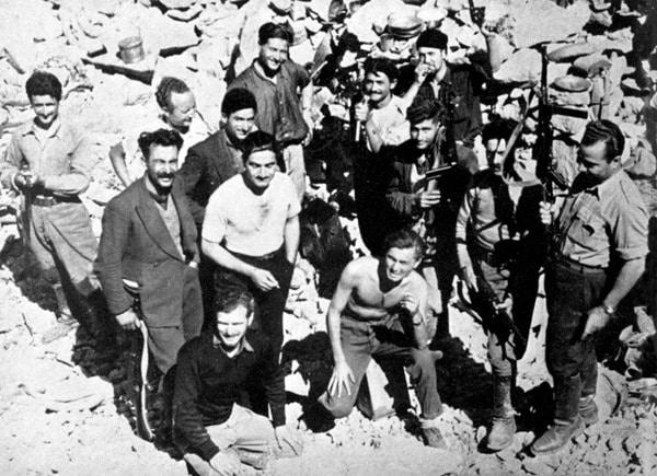 Cretan glendiots group photo.