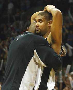 tim duncan nba being hugged