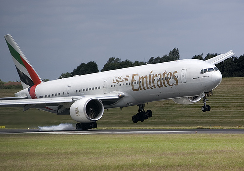 emirates airplane landing crooked airplane near miss