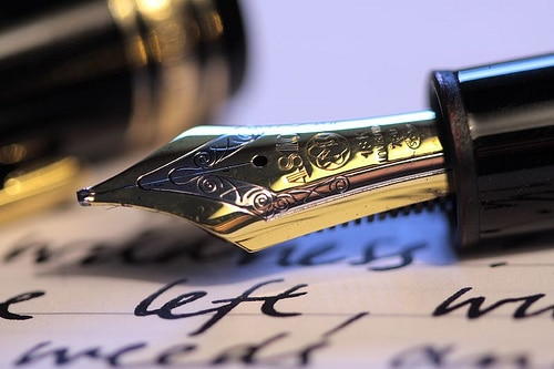 fountain pen close up of nib ink