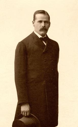 Harry Longabaugh's portrait showing mustache.