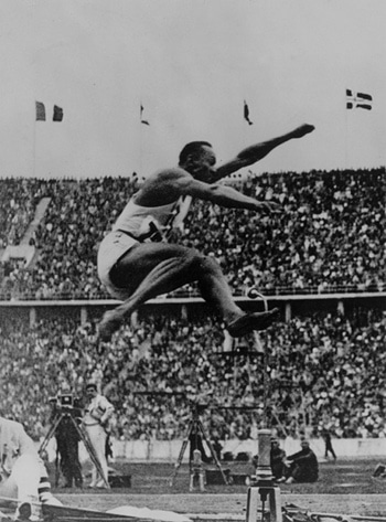 Jesse Owens Black White Long Jump Crowd Aunce