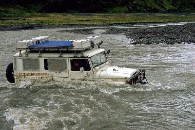 toyota land cruiser in river Thorsmoerk