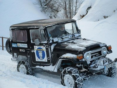 toyota land cruiser offloading chains driving snow