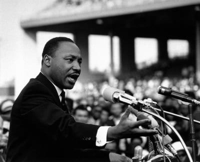martin luther king jr giving speech to crowd