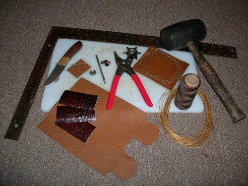 Tools required for making leather wallet.