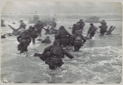 vintage soldiers military storming beach war