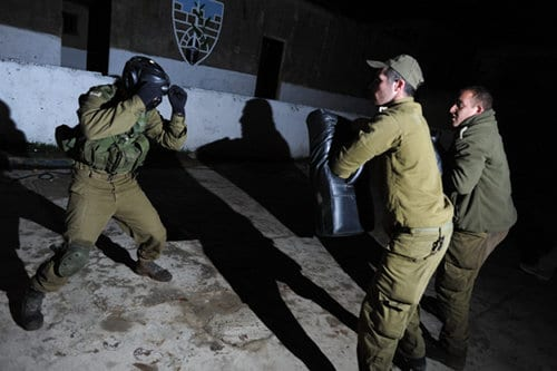 1st-Commando israeli defense forces practicing krav maga