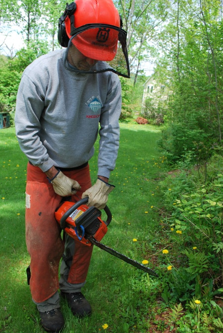 man starting chainsaw between legs saw safety