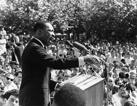 martin luther king speech in front of huge crowd