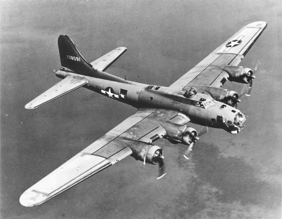 B17 Wwii aircraft midair Flight.