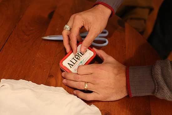 diy homemade char cloth firestarter altoids tin