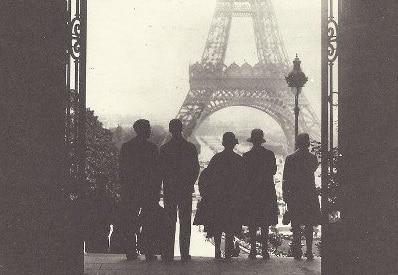 vintage travelrrs in paris