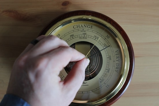Adjust the manual barometer.