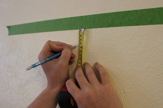 Marking Potrate Border on wall.
