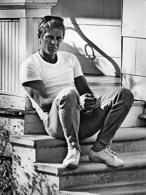 steve mcqueen sitting on stairs of house white shirt khakis