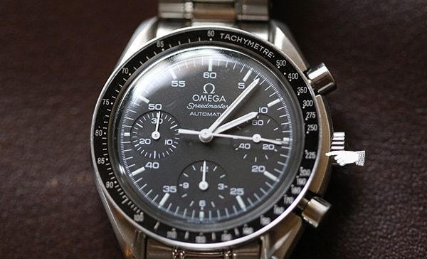 Closing of chronograph and tachymeter on wristwatch.