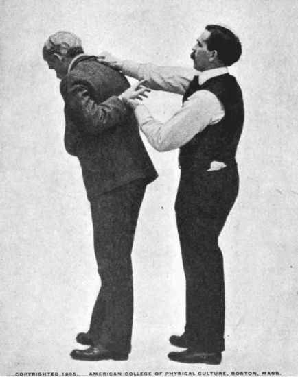 Tacking your opponent back by holding his collar with your right hand.