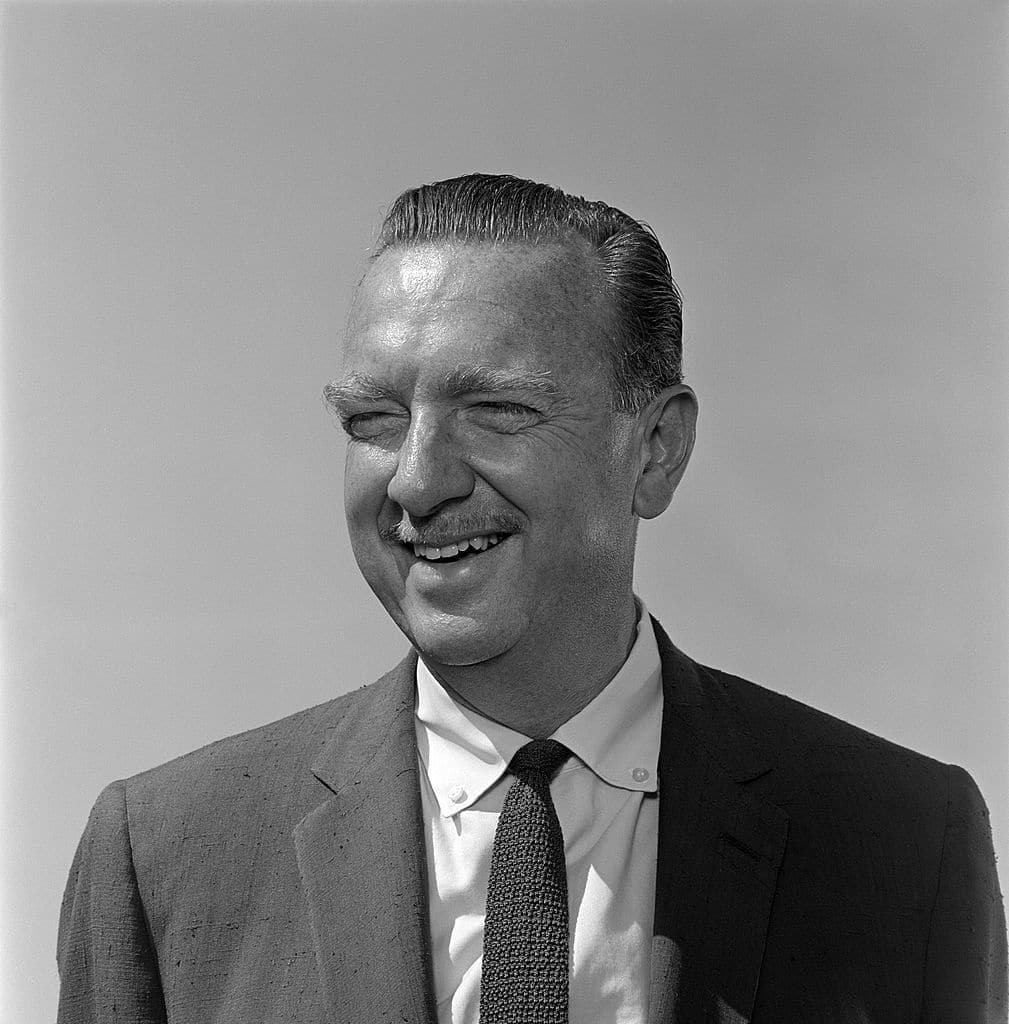 Walter cronkite black white smiling.