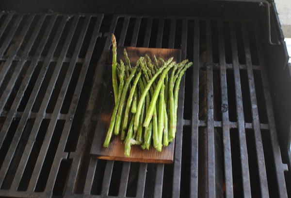 asparagus on wood grilling plank