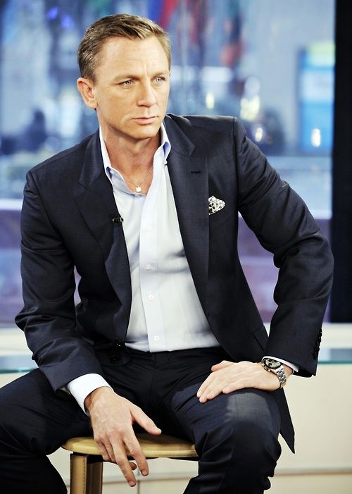 Daniel Craig wearing suit without tie.