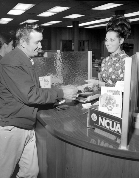 How to Cash/Deposit a Check | The Art of Manliness