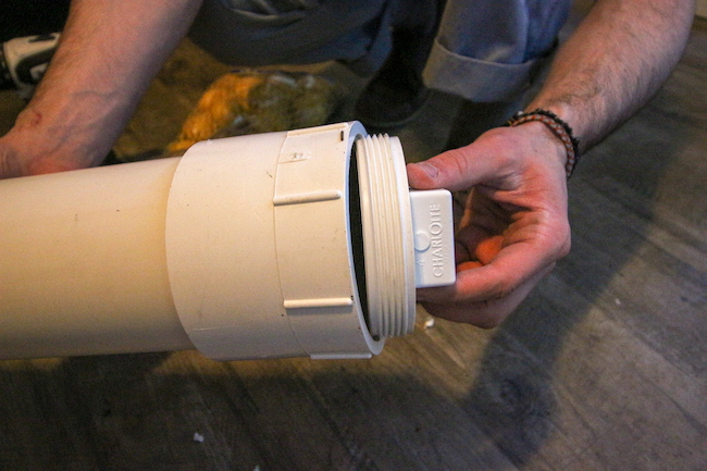 Cap of combustion chamber displayed.