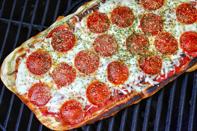 Pepperoni pizza on the grill.