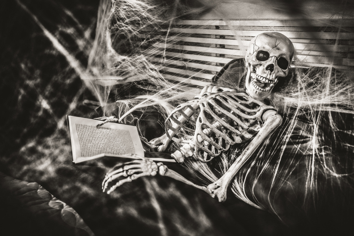 10 Classic Frightening Short Stories That Will Haunt Your Imagination